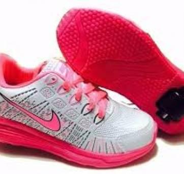 Tênis Rodinha Nike - Menina - Tamanho 28