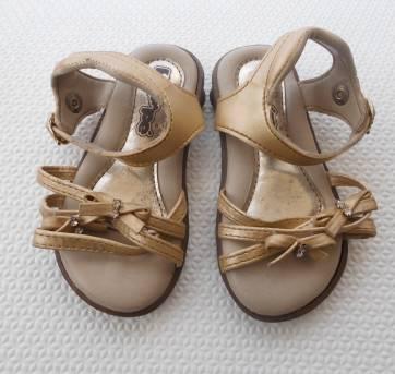 Sandália Dourada Bebê - Pé com Pé - Tamanho 19