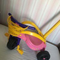 Triciclo Xalingo Gatinha com Empurrador - Rosa -  - Xalingo