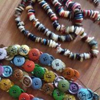 Colar artesanal com botões -  - Artesanal