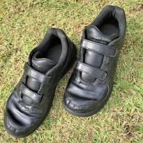 L207 - Tenis preto em couro New Balance 577  Importado - H/38 - 36 - New Balance