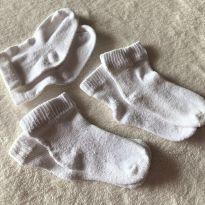 L264 - Kit 3 pares de  meias brancas unissex 0 a 3 meses - 0 a 3 meses - sem etiqueta