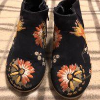 Linda bota marinho com flores bordadas - 20 - Zara Baby