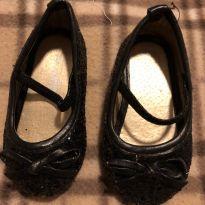 Linda sapatilha preta brilhosa - 17 - Importada