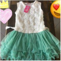 Lindo vestido de fada com saia em tule e aplique de flores - 4 anos - Importada