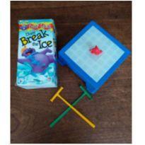 Brinquedo Don`t Break The Ice (Quebra Gelo Importado) Milton Bradley -  - Não informada