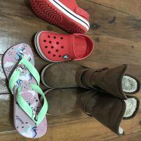 Calçados infantil) Chinelo havaianas n° 25/26, bota Klin anatômico Plus e crocs - 25 - Klin e Crocs