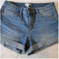 Shorts jeans com barra virada e excelente caimento - 12 anos - H&M