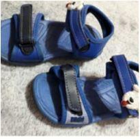 Sandália da Klyn azul com detalhe do cachorrinho, fechamento em velcro - 23 - Klyn