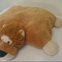 Leão vira travesseiro -  - internacional