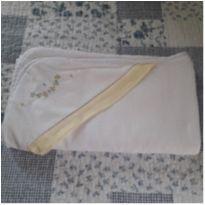 Toalha fralda com capuz bordado -  - Laço de menina