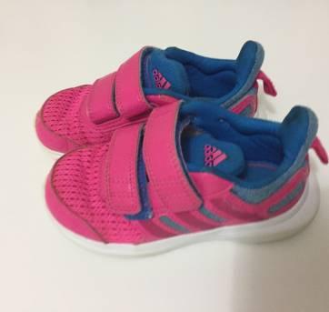 Tênis esportivo Adidas - 23 - Adidas