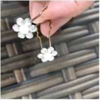 Grampos de flores -  - Não informada