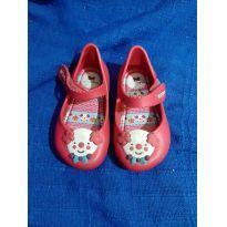 aa609bbdca Ficou Pequeno - Sapatos para Menina tamanho 20 com precinho de mãe ...