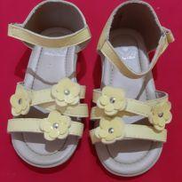 Sandália amarelinha de florzinha - 22 - Baby Club