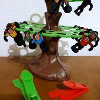 Árvore de macacos -  - Não informada