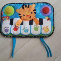 Teclado musical kick and play the piano -  - Carros e Fisher Price
