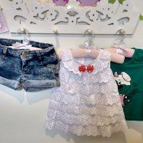 kit c/ short jean, blusa babado e blusinha algodão 4-5T - 4 anos - Várias
