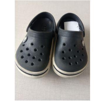 37. Crocs Clássico Preto - 26 - Crocs