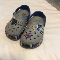 Crocs importado original,  acende luz ao andar, tema star wars, tam28 - 28 - Crocs