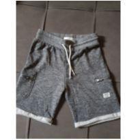 Shorts cinza