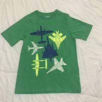 Camiseta verde aviões OshKosh tam 10 pouco usada - 10 anos - OshKosh