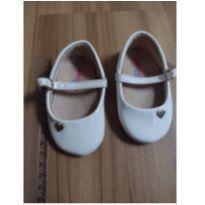 Sapatinho branco molekinha baby coração - 04 - Molekinha
