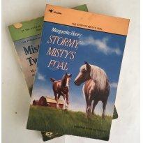 Kit 2 Livros Infanto-Juvenis sobre cavalos Marguerite Henry Misty Stormy - Sem faixa etaria - Alladin
