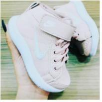 Tênis Nike botinha - 23 - Nike