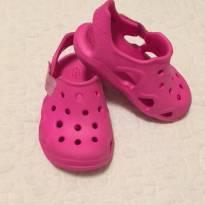 Sandália Crocs Swiftwater Wave K Magenta - Pink - C6/Tam 24 - 24 - Crocs