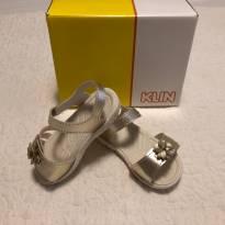 Sandalinha dourada Klin Ortopédica Tam 23