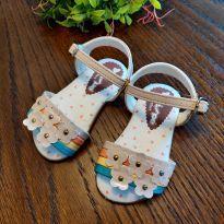 Sandália colorida com flores - 18 - Pé com pé