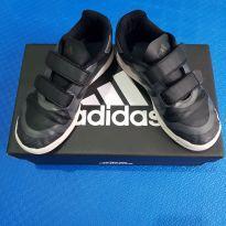 Tênis Adidas preto/cinza (item 671)