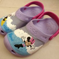 FP12. Crocs Minnie na Onda - 30 - Crocs