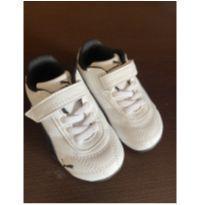 Tênis da marca Puma Preto e Branco. Muito Charmoso e estiloso! Usado 1 vez!