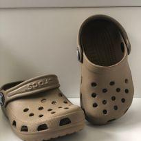 CROCS Infantil Classic Clog K - Bege - Tam 19/20BR    4/5 USA - 19 - Crocs