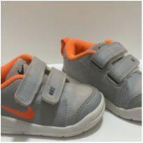 TENIS NIKE cinza e Laranja Tam.5C 20 - 20 - Nike