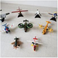 Kit miniaturas de aviões em metal  - 9 peças -  - Maisto