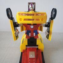 Carro Transformers giratório com luzes e som -  - Não informada