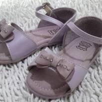 Sandália de Couro Lilás com Lacinho e Strass - 18 - Kidy