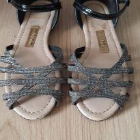 Sandália prateada e preta - 30 - Molequinha