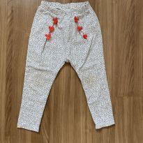 Calça estampada em branco e preto com tassel vermelho - 24 a 36 meses - Zara Baby
