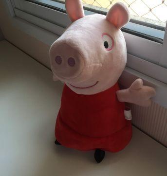 Peppa Pig pelúcia musical 30cm - Sem faixa etaria - Estrela