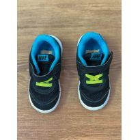 Tênis Velcro Nike
