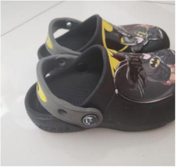 Crocs preto batman C8 - 25 - Crocs