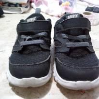 Nike preto e cinza pouquissimo uso 13cm
