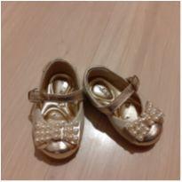 Sapato dourado - 17 - Tindolelê