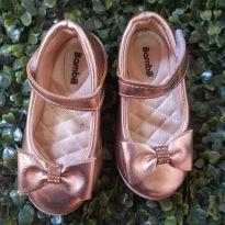 sapatilha dourada/metalizada com stress tamanho 20 - 19 - Bambini