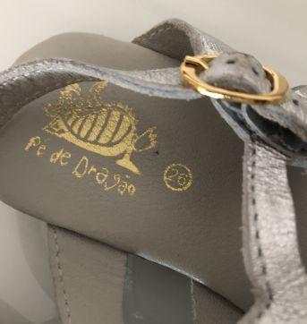 Sandália prateada - Pé de Dragão - tam 26 - 26 - Pé de Dragão