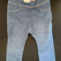 Calça jeans tipo legging